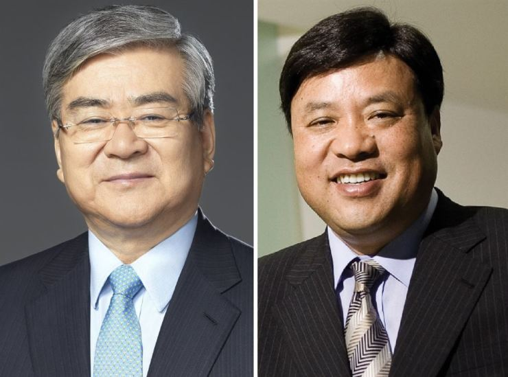 Korean Air Chairman Cho Yang-ho, left, and Celltrion Chairman Seo Jung-jin / Korea Times file