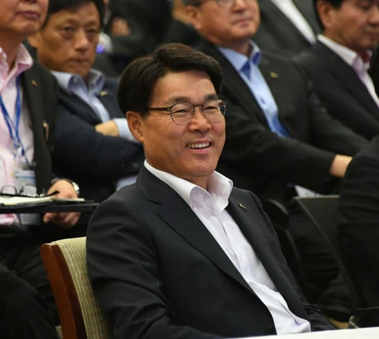 POSCO Chairman Choi Jeong-woo listens to a speech during a meeting with executives at POSCO Group University in Incheon, Monday. / Courtesy of POSCO