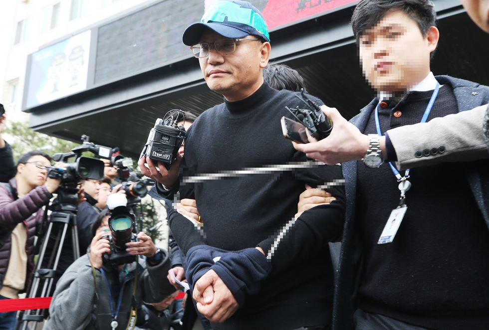 Jung Jin-gwan, the head of the cyber safety division at the Gyeonggi Nambu Provincial Police Station, presents the results of an investigation into IT company head Yang Jin-ho and a spycam porn cartel, at a police station in Suwon, Gyeonggi Province, Friday. / Yonhap
