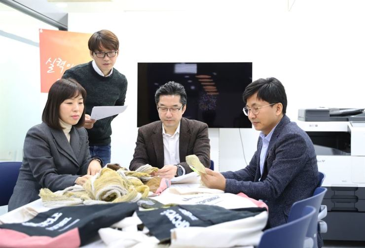 Professors at Hanyang Women's University (HYWU) and officials from Leaders in INdustry-University Cooperation (LINC+) meet to discuss sustainable design, Thursday. From left are professor Kang Hee-myung of the knit fashion design department, professor Kang Dong-seon of the industrial design department, director Lee Ho-sung of HYWU's Office of Industry-Academy Cooperation Foundation, and director Kim Hong-gyu of the LINC+ Urgent Response Center for Industry. Courtesy of Kang Hee-myung