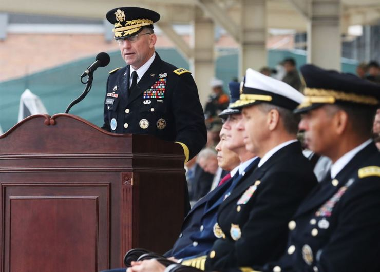 Gen. Robert Abrams, new commander of U.S. Forces Korea, ROK-U.S. Combined Forces Command and United Nations Command, speaks at a change-of-command ceremony held on Camp Humphreys in Pyeongtaek, Gyeonggi Province, Thursday. First from right is the outgoing Gen. Vincent Brooks. Yonhap
