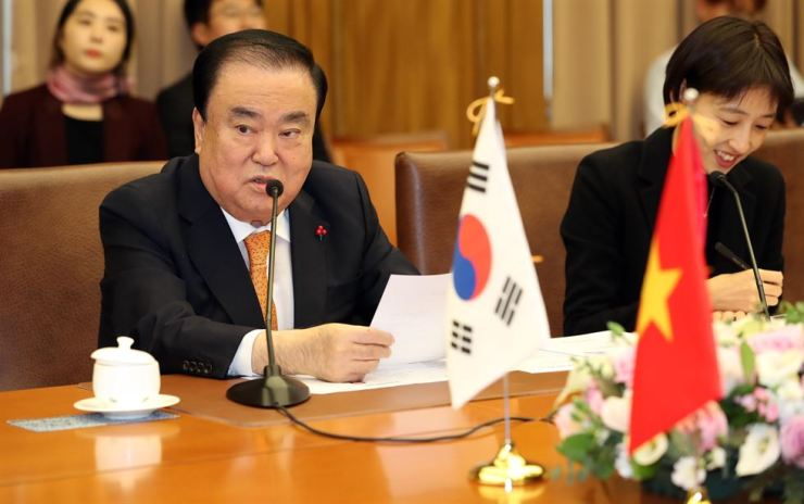 National Assembly Speaker Moon Hee-sang speaks during a meeting with Vietnam's National Assembly Chairwoman Nguyen Thi Kim Ngan at the National Assembly, Thursday. Yonhap