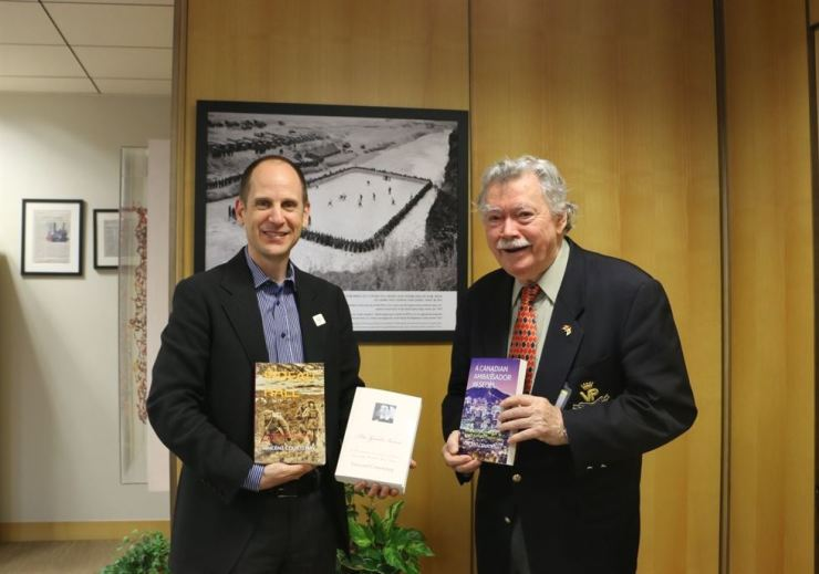 Vincent Courtenay, right, poses with former Canadian Ambassador to Korea Eric Walsh in this undated photo. The ambassador discussed Courtenay's several books, which are now on file in the Canadian Embassy in Seoul. Ambassador Walsh returned to Canada in November when his successor, Ambassador Michael Danaher, arrived in Seoul. The book, 'Excellency,' does not focus on either of the two ambassadors. / Courtesy of Vincent Courtenay