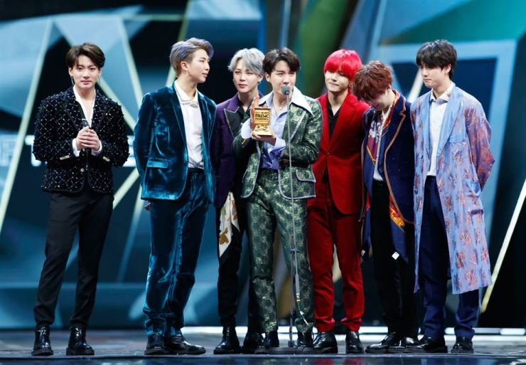 BTS won the 'Artist of the Year' award at the 2018 Mnet Asian Music Awards Premiere in Hong Kong, Friday. Yonhap