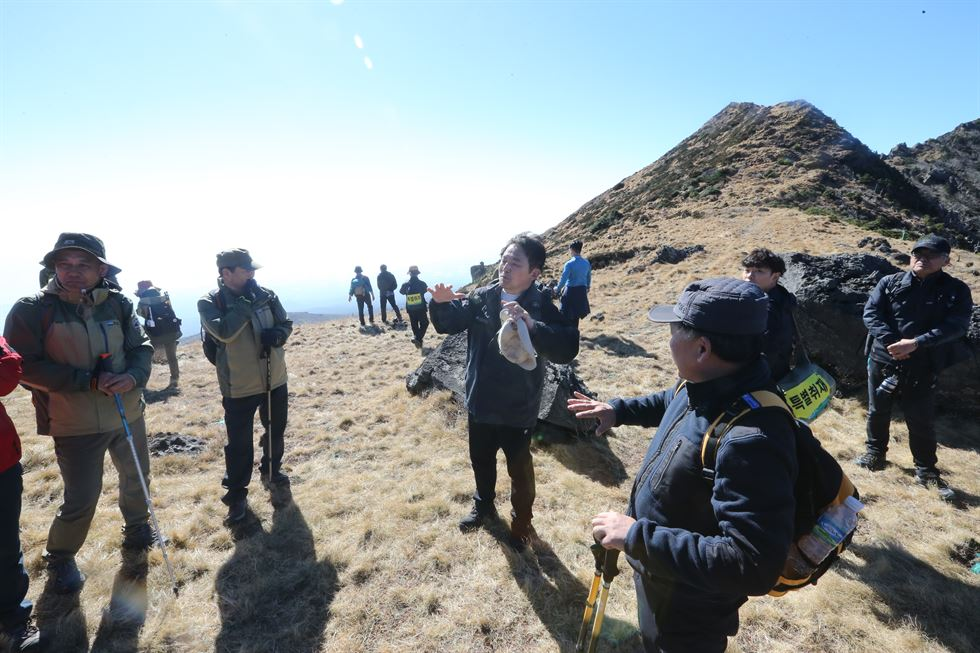 North Korean leader Kim Jong-un, second from left, and South Korean President Moon Jae-in with North Korean first lady Ri-Sol-ju, left, and her South Korean counterpart Kim Jung-sook next to them at Changgun-bong, the peak of Mount Paekdu, on Sept. 20, during the two leaders' third inter-Korean summit. Joint Press Corp