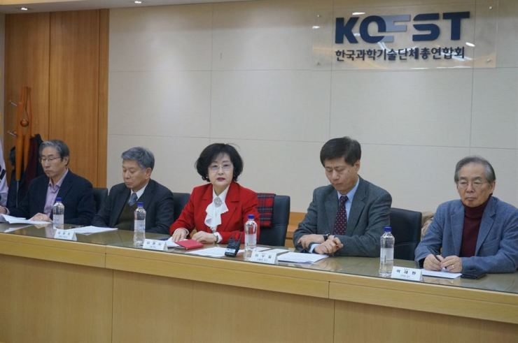 Korea Federation of Science and Technology Societies (KOFST) President Kim Myung-ja, third from right, speaks during a press conference at KOFST headquarters in southern Seoul, Wednesday. Korea Times photo by Baek Byung-yeul