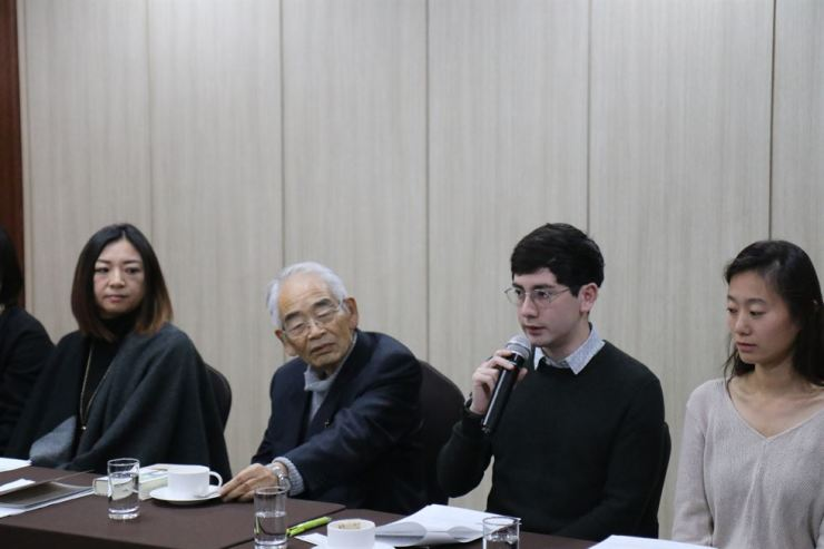 Sean Lin Halbert, third from left, speaks at a news conference for the 16th Literature Translation Institute (LTI) Korea Awards at Koreana Hotel in central Seoul, Monday. Halbert is one of the eight winners of the LTI Korea Awards for aspiring translators. Retired Japanese professor Masuo Omura, second from left, and Janet Hong, left, were chosen as the winners for the LTI Korea Translation Award. The award ceremony will take place in Seoul, Tuesday. / Courtesy of LTI Korea
