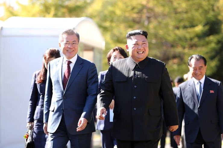 Will North Korean leader Kim Jong-un come to Seoul this year? Former unification minister Jeong Se-hyun says it could happen and the most likely dates are Dec. 18-20.
