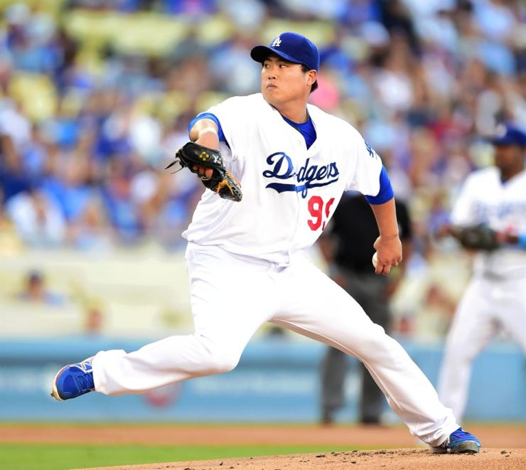 L.A. Dodgers' Ryu Hyun-jin became first South Korean starter to pitch in the best-of-seven World Series games. / Korea Times file