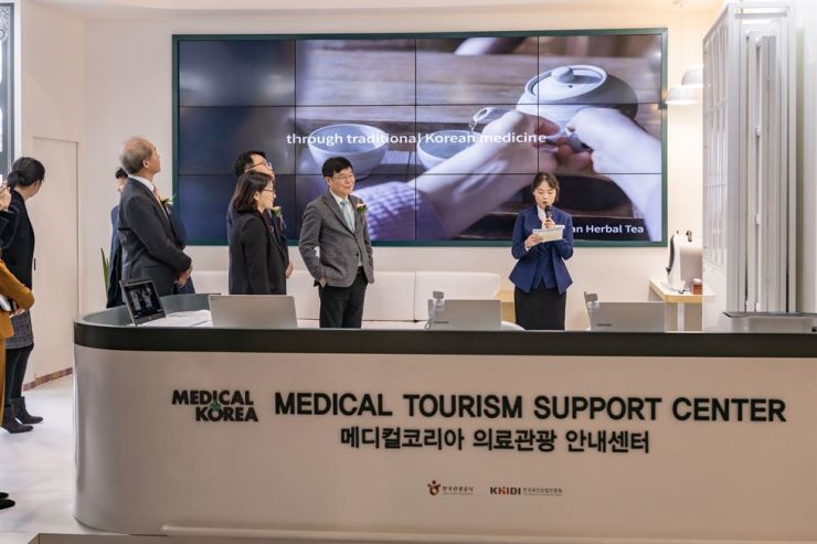 Dignitaries from the Ministry of Health and Welfare and relevant government organizations get a briefing of the key function of the Medical Tourism Support Center which was opened at the arrival area of Incheon International Airport Terminal 1, Thursday. The center is open from 9 a.m. to 9 p.m. every day. Courtesy of MOHW