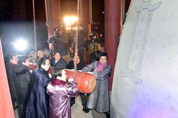 The bell-ringing ceremony at Yeomingak. Courtesy of Suwon City