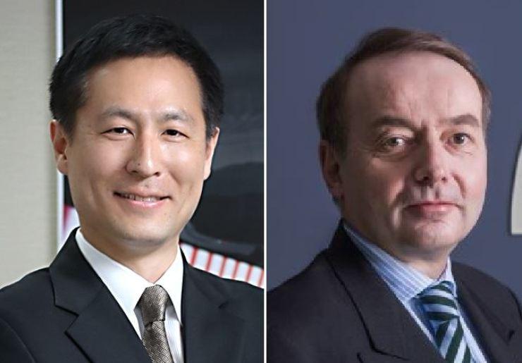 Daimler Trucks Korea CEO Cho Kyu-sang, left, and MAN Truck & Bus Korea CEO Max Burger / Korea Times file