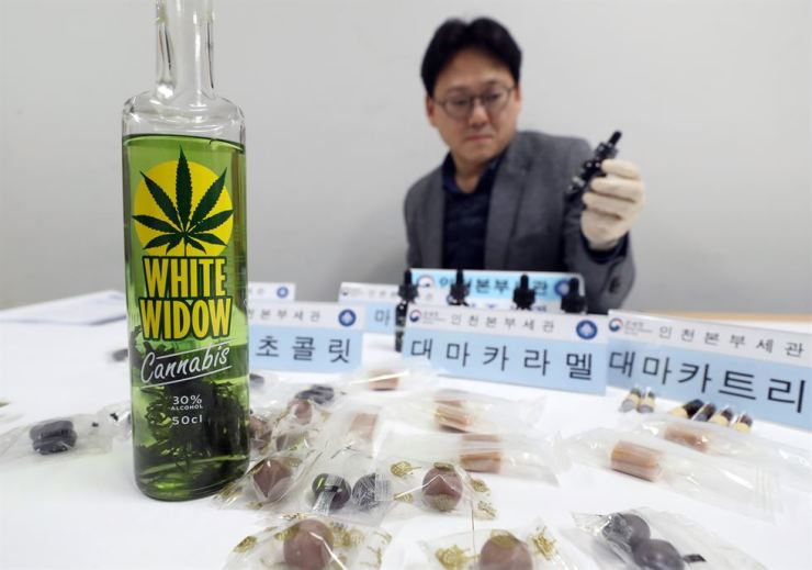 Pot-infused drink and other food products made with the drug are displayed at the Korea Customs Service's Incheon office on Tuesday. Yonhap