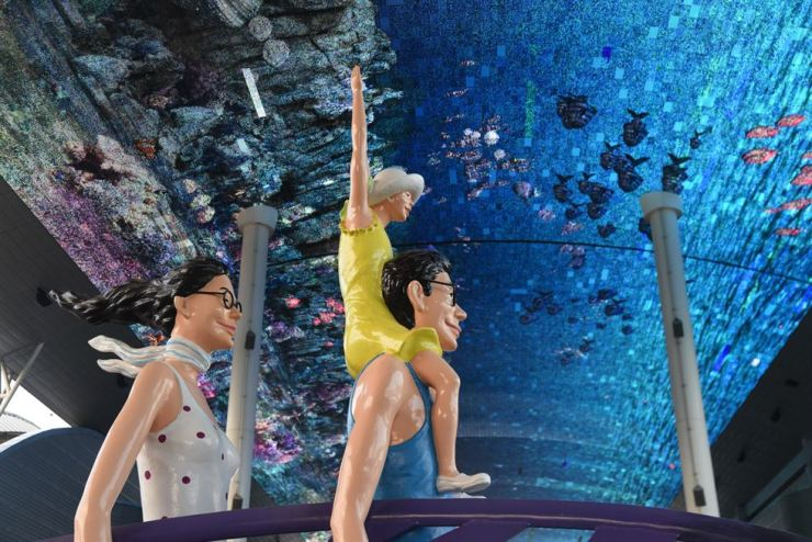 A statue of a family is seen beneath the Expo Digital Gallery, a massive LED showing marine life on the ceiling of the Yeosu Expo International Pavilion. / Korea Times photo by Jon Dunbar