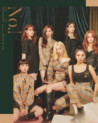 CLC members perform 'Show' at a press showcase to unveil their eighth mini album 'No.1' at Blue Square hall in Seoul, Wednesday. Courtesy of Cube Entertainment