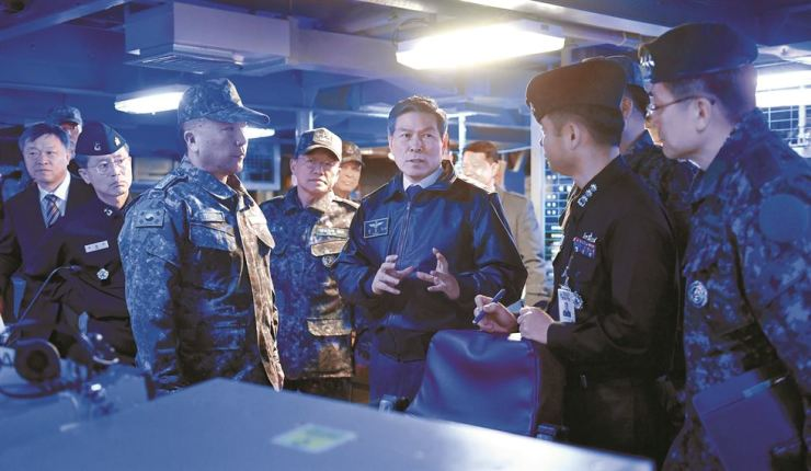 Defense Minister Jeong Kyeong-doo speaks on his visit to the Naval Operations Command in Busan, Saturday. / Yonhap