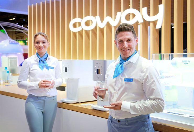 Models promote Coway products at the Consumer Electronics Show in Las Vegas. The household appliance company launched the Show Your Dreams project during the event, Tuesday, saying it was aimed at improving people's sleep quality. / Courtesy of Coway