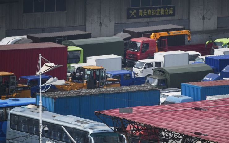 This file picture taken on September 5, 2017 shows trucks waiting in the Chinese border city of Dandong, in China's northeast Liaoning province, before crossing the Friendship Bridge to the North Korean town of Sinuiju. China has ordered North Korean companies in the country to shut down by January as it applies UN sanctions imposed following Pyongyang's sixth nuclear test, the commerce ministry said on September 28, 2017. Yonhap