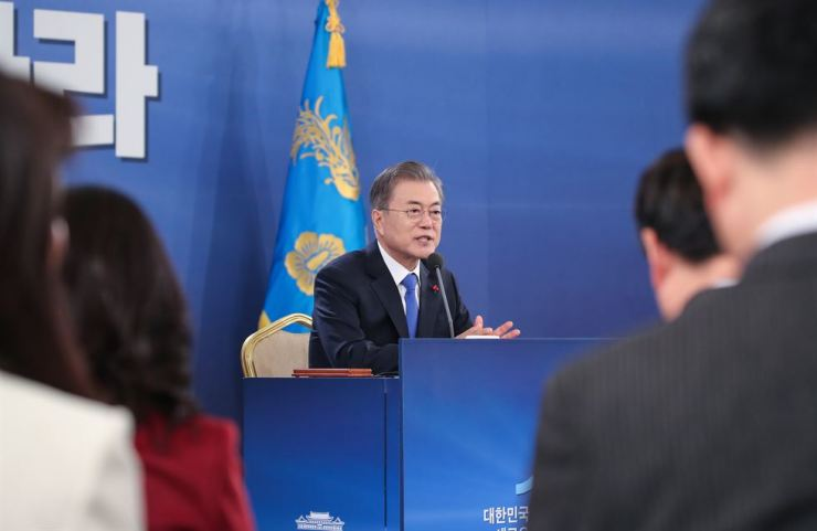 President Moon Jae-in speaks to reporters during his New Year press conference at Cheong Wa Dae, Thursday. Yonhap