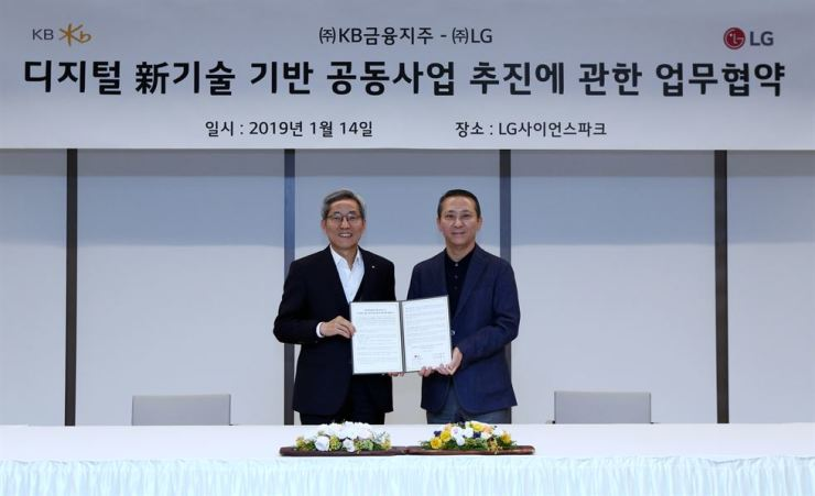 KB Financial Group Chairman Yoon Jong-kyoo, left, poses with LG Corp. Vice Chairman Kwon Young-soo after signing an agreement to boost cooperation in digital technology at the LG Science Park in Seoul, Monday. / Courtesy of KB Financial Group