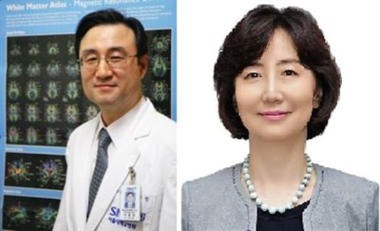 Seoul National University professors Lee Dong-young, left and Mook In-hee / Courtesy of Ministry of Science and ICT