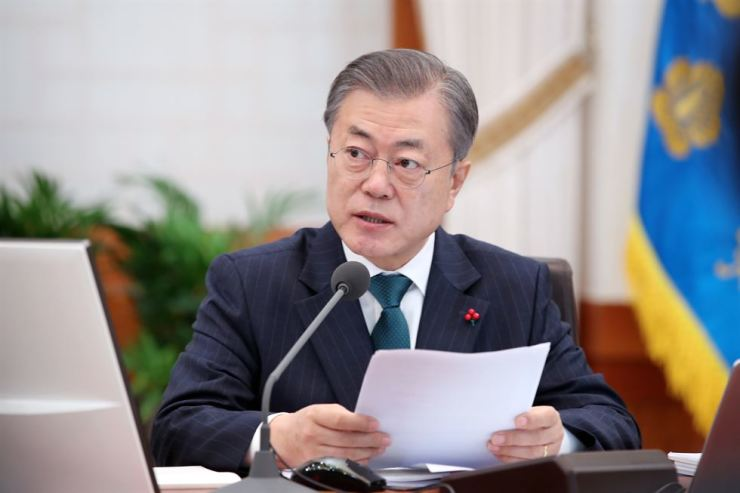 President Moon Jae-in speaks at the start of a Cabinet meeting at Cheong Wa Dae, Tuesday. Yonhap