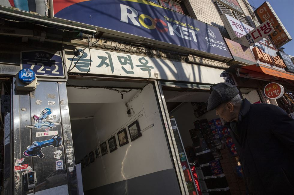 Tak Seung-ho, 68, stands outside his restaurant, Yangmiok, which specializes in cow intestines barbeque, at the Euljiro area's Sewoon District 3, Monday.  Korea Times photo by Shim Hyun-chul