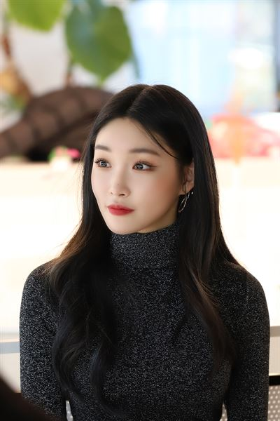 Chungha poses before a media interview to promote her new single 'Gotta Go' at a cafe in Seoul, Thursday. Courtesy of MNH Entertainment