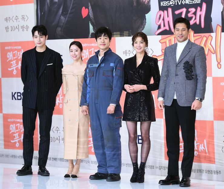 Yoo Jun-sang, center, and other cast members of KBS new family drama 'Live or Die' pose during a press conference at Amoris Hall in Seoul, Wednesday. Courtesy of Hankook Sports Economy