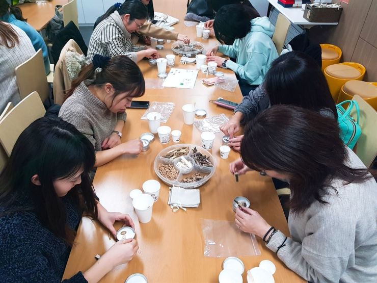 People participate in a DIY class at Seoul K-Medi Center. / Courtesy of Dongdaemun-gu Office