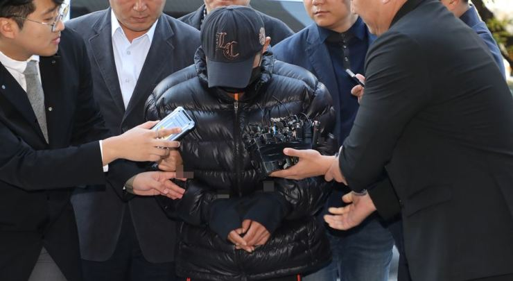 A man suspected of murdering his ex-wife enters the Seoul Southern District Court for the review of a request for an arrest warrant in this October file photo. / Yonhap