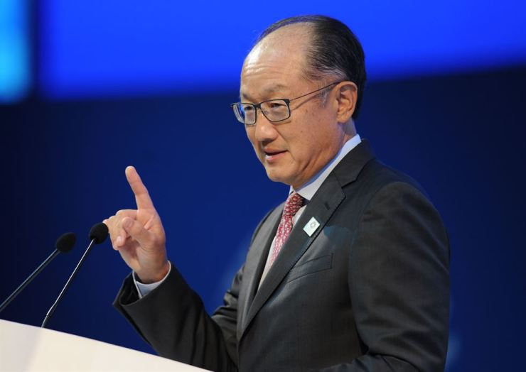 World Bank President Jim Yong Kim addresses a meeting in Bali last year. He will resign in February. Yonhap