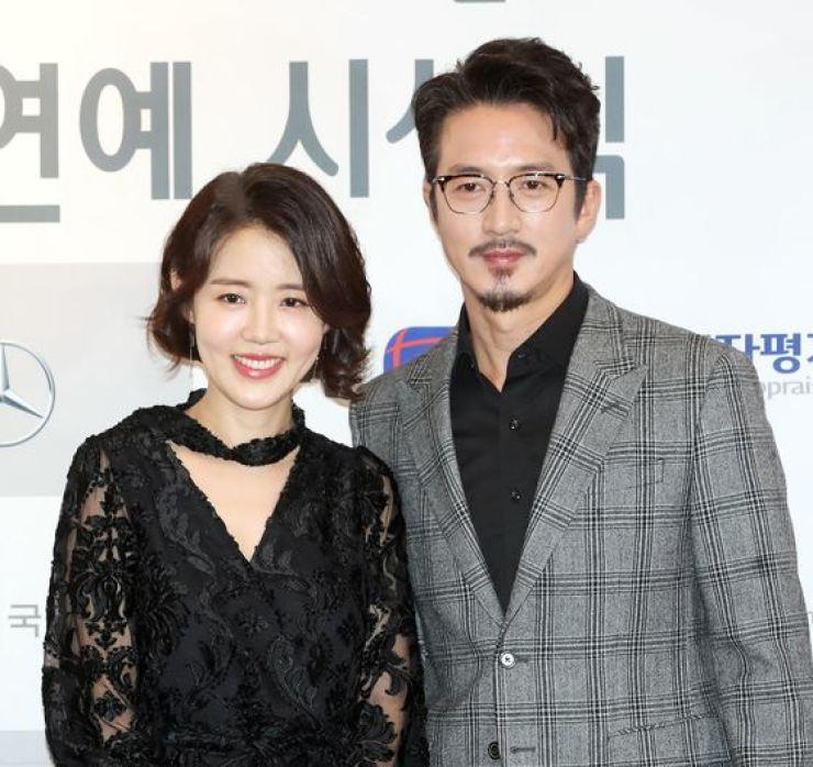 Lee Ha-Jung and Jung Joon-ho.