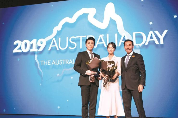 Australian Ambassador to Korea James Choi, right, poses with Ryu Soo-young, left, and Park Ha-sun, a celebrity couple who were named goodwill ambassadors for Australia, during a reception to celebrate Australia Day at the Grand Hyatt Seoul on Jan. 25. / Embassy of Australia
