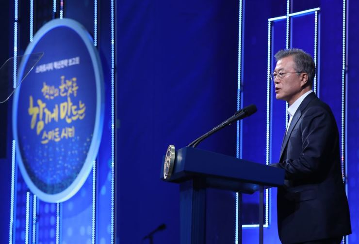 President Moon Jae-in speaks during a smart city conference in Busan, Wednesday. Yonhap