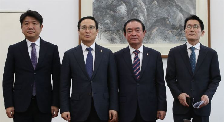 Rep. Hong Young-pyo, second from left, floor leader of the Democratic Party of Korea (DPK) speaks at the National Assembly, Monday, after agreeing to work with the Bareunmirae Party, the Party for Democracy and Peace and the Justice Party to resolve a controversy over defamatory remarks made by Liberty Korea Party lawmakers against the May 18 Gwangju Democratization Movement. / Yonhap