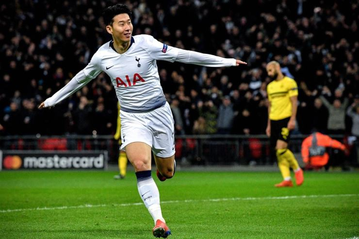 Tottenham's Son Heung-min celebrates after scoring the 1-0 lead during the UEFA Champions League round of 16 match between Tottenham Hotspur and Borussia Dortmund at Wembley Stadium, Britain on Feb. 13. EPA-Yonhap