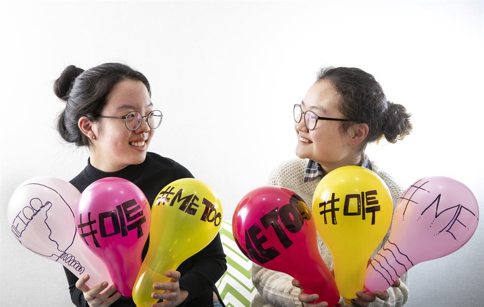 Yang Ji-hye, 21, front, and Baek Kyung-ha, 17, from the Feminism for Youth group which has led the #MeToo movement in Korean classrooms since last year, at The Korea Times office on Jan. 18. The two testified about sexual harassment of students by teachers at the U.N. office in Geneva, Switzerland, over the Lunar New Year holiday.  Korea Times photo by Shim Hyun-chul