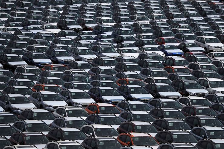 New cars sit in a lot at the Auto Warehousing Company near the Port of Richmond in Richmond, Calif. in this May 24, 2018, file photo. AFP-Yonhap