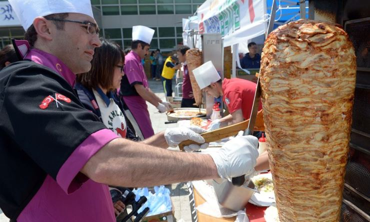 The updated visa policies provide more opportunities for foreign chefs. Newsis