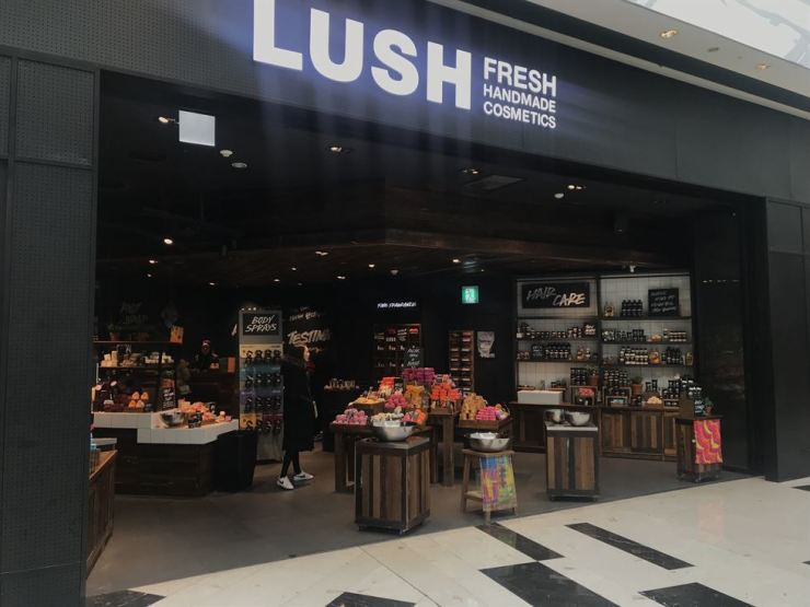 A customer looks for products at a Lush store in Yeouido, Seoul, Sunday, when it became less crowded after most of the discounted products were sold out in the cosmetics brand's ongoing 50 percent off sale. Korea Times photo by Nam Hyun-woo