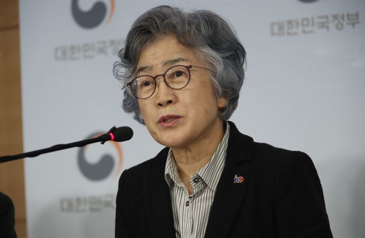 Pak Un-jong, chairperson of the Anti-Corruption and Civil Rights Commission, announces the joint inspection results on hiring irregularities at public firms and its countermeasures at Government Complex Seoul, Wednesday. / Yonhap