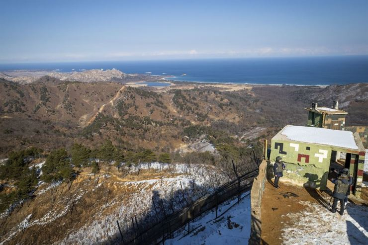 A view of the Demilitarized Zone (DMZ) from a now empty guard post in Goseong, Gangwon Province, during a tour by the Ministry of National Defense, Wednesday / Joint Press Corps