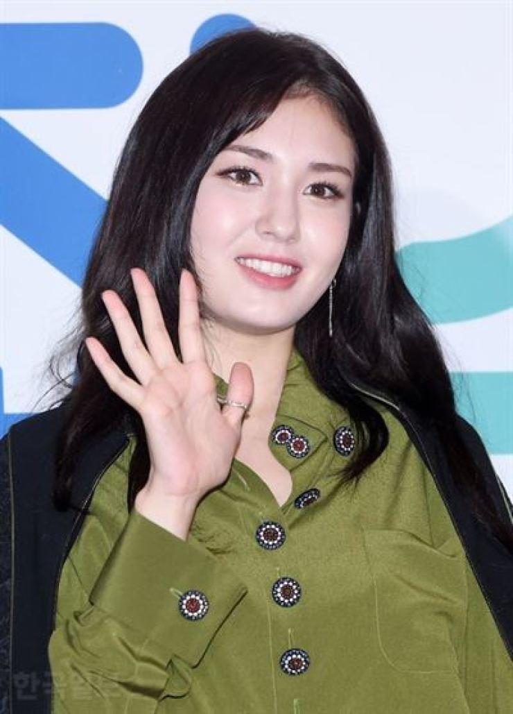 Ex-I O I member Jeon Somi to make solo debut
