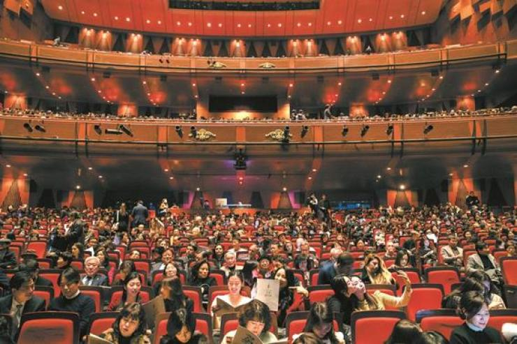 Audience members take their seats in the Grand Hall of the Sejong Center for the Performing Arts in Jongno-gu, Seoul, Thursday, prior to the start of the 14th annual spring concert hosted by The Korea Times. Korea Times photo by Shim Hyun-chul