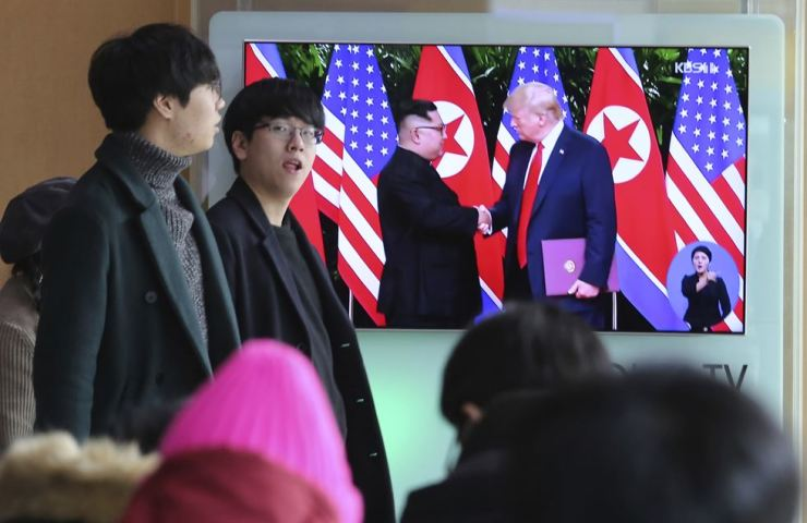 People watch a TV screen showing file footage of U.S. President Donald Trump, right, and North Korean leader Kim Jong Un during a news program at the Seoul Railway Station in Seoul, South Korea, Saturday, Feb. 9, 2019. AP-Yonhap