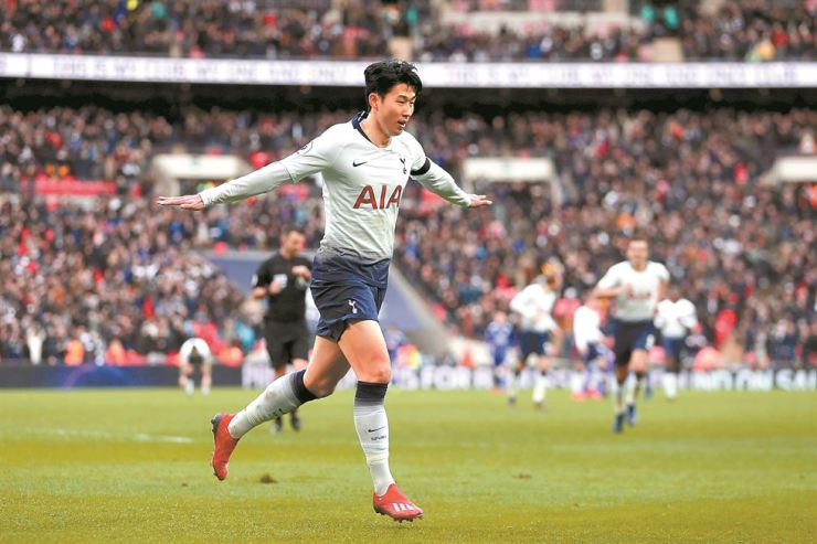 Tottenham Hotspur's South Korean striker Son Heung-Min celebrates scoring his team's third goal during the English Premier League football match between Tottenham Hotspur and Leicester City at Wembley Stadium in London, on Sunday. AFP-Yonhap