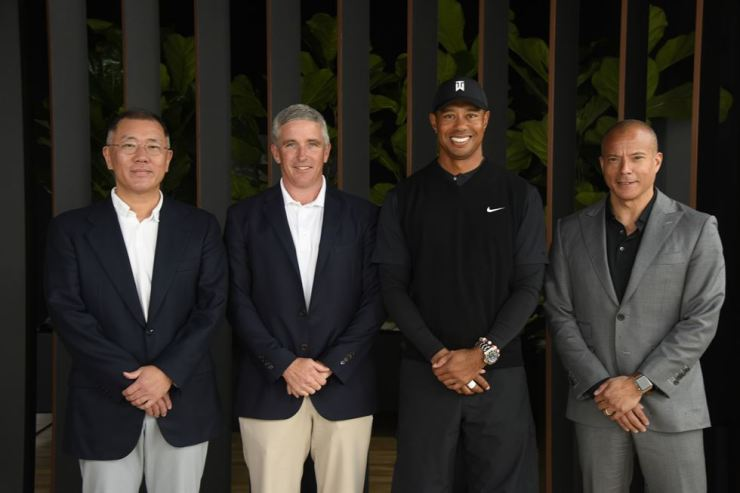From left, Hyundai Motor Executive Vice Chairman Chung Eui-sun, PGA Tour Commissioner Jay Monahan, Tiger Woods and Genesis Executive Vice President Manfred Fitzgerald at the Riviera Country Club in Los Angeles. Courtesy of Hyundai Motor Group