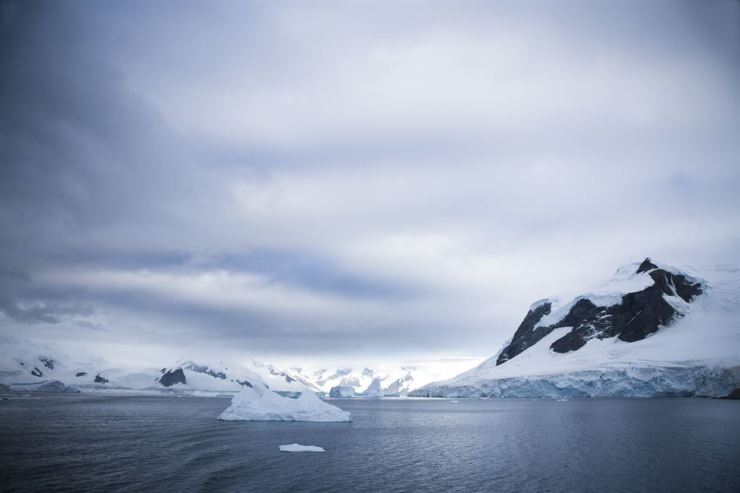 Twilight scene with icebergs and beautiful mountain range in the South Pole region / gettyimagesbank