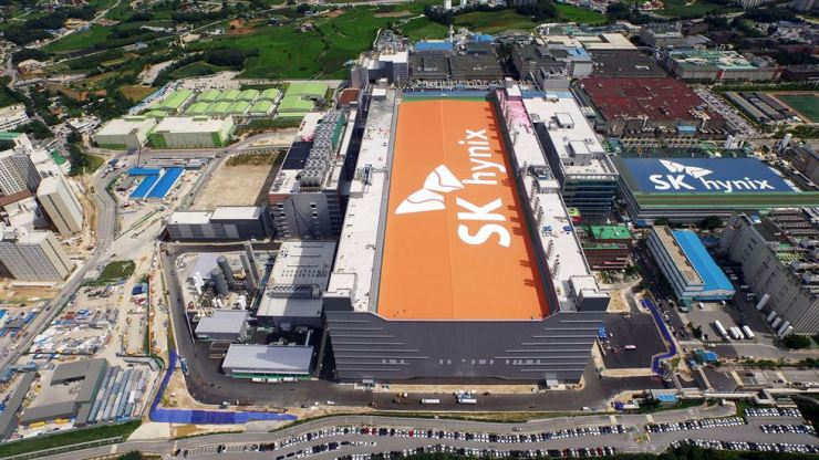Seen is SK hynix's M14 chip-manufacturing facility in Icheon, Gyeonggi Province. / Courtesy of SK hynix